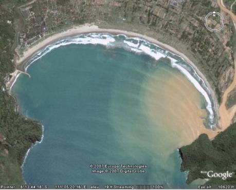 laut yang menjorok ke daratan, itulah pantai teleng ria