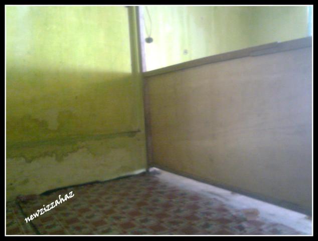 ruang kamar merangkap ruang makan merangkap ruang serba guna yang lain