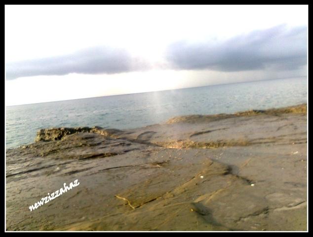 Seruling samudra sesaat sebelum menyemburkan air... ada suara berdesis...