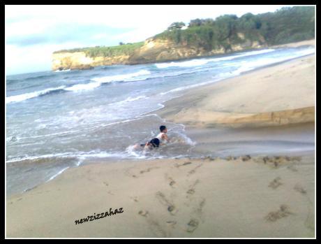 klayar 2012... hasan mandi di muara mini sungai